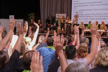 Verzicht ist nötig! Kirchentag verabschiedet Klimapilger-Resolution mit 98 % Zustimmung