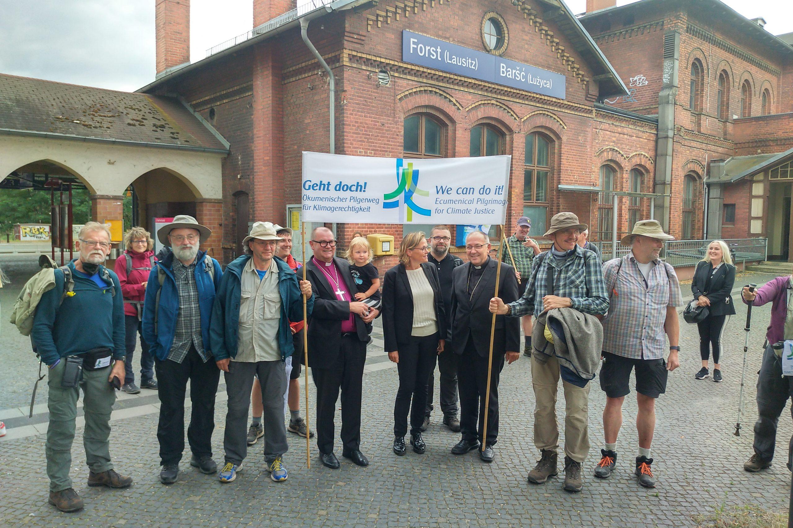 Read more about the article Pressemitteilung: mit viel Prominenz in Deutschland angekommen